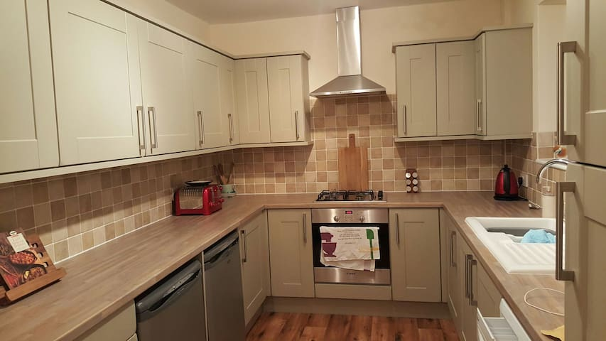 Double room, Nicely Redecorated - Hawarden