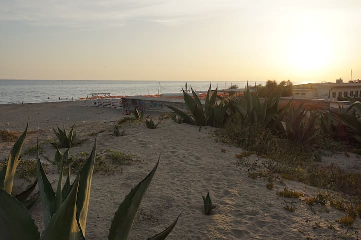 Family apartment by the sea, close to Rome - Torvaianica - Apartamento