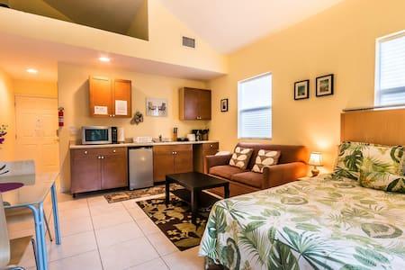 East Studio Five - Fort Lauderdale