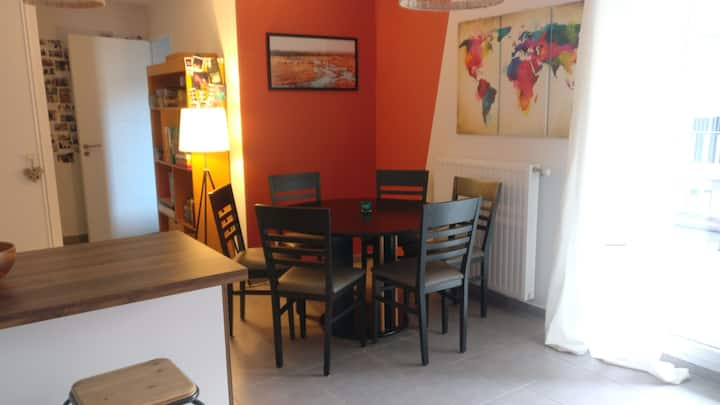 Lovely flat - calm area, terrace, close to subway