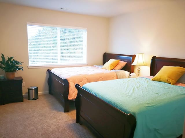 New & cozy forest view room with 2 full size beds