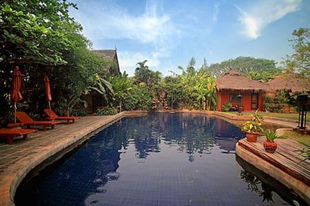 园景豪华双人间-带按摩浴缸 - Tambon San Sai Noi - 精品飯店