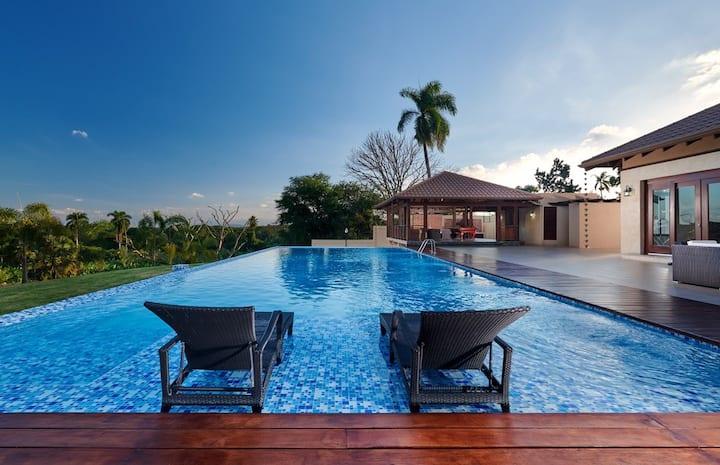 "Luxury Santiago Villa: ""The Zen House"""