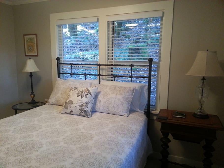 Hillside Cottage By China Creek Cottages For Rent In