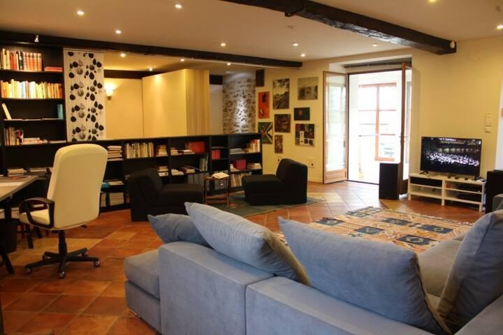 Confortable Loft Appartement à 27 km de Paris