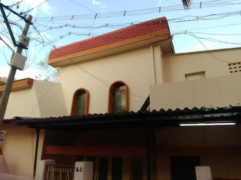 HOUSE SUITABLE FOR BULK STAY, MEETING AND EVENTS.