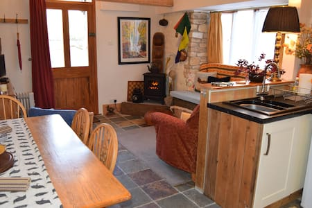Barrel Store Cottage, a warm, snug, rural retreat - Marnhull - Hus