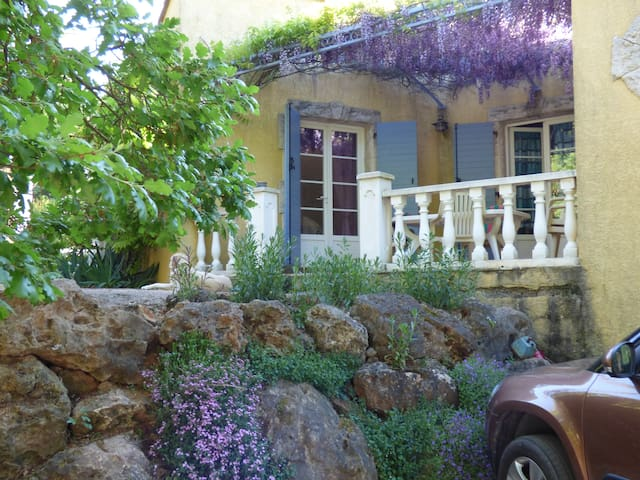 Chambre privée dans villa avec piscine 2