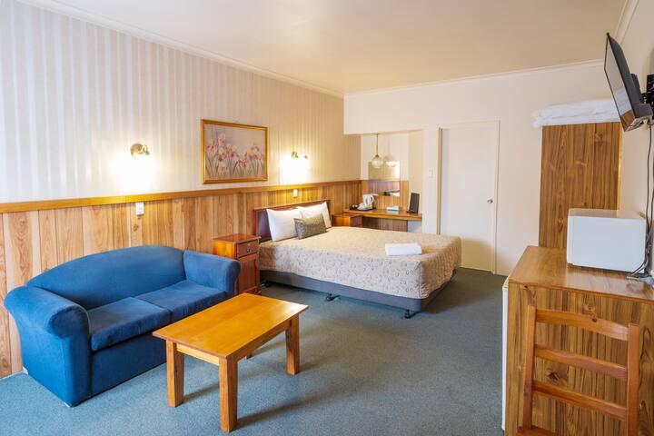 Standard Queen Room - Castle Motel