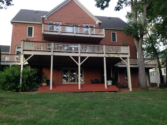 West Knoxville Elegance w/Pool Table 2,000 sq ft - Knoxville - Suite parentale, ou similaire