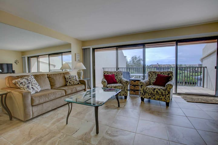 Private Beach Access, Water Views, Wifi/Cable, Pool, Renovated Condo With Amenities, Tennis