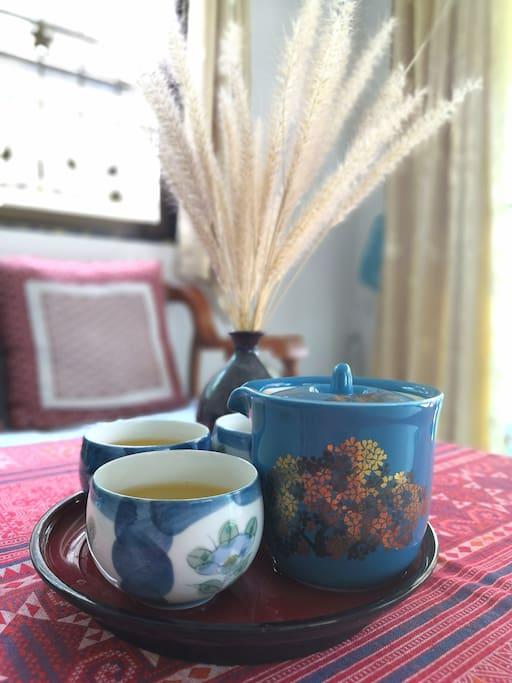 一杯清茶,三五好友,谈天说地,悠闲自得   Experience a different life