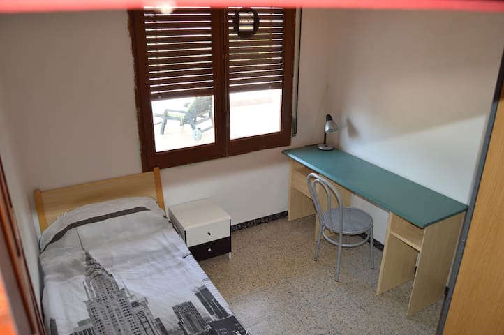 Single room with view terrace in Girona - Girona - Apartemen