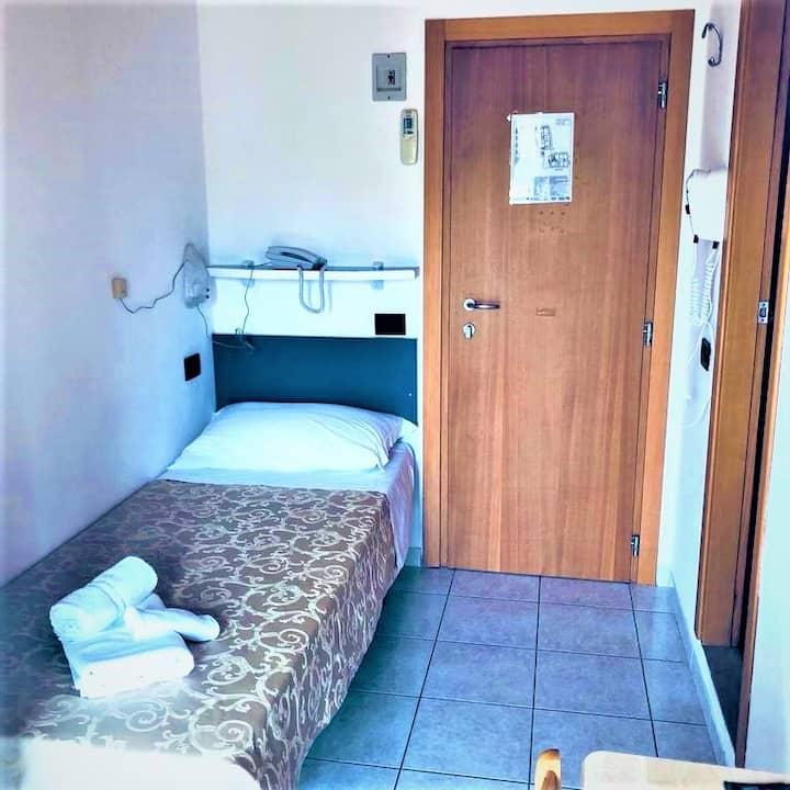Camera Singola Confort con Colazione e Brunch