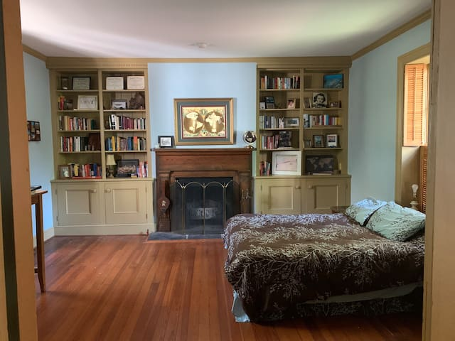 Spacious Library in Historic Garland Hill