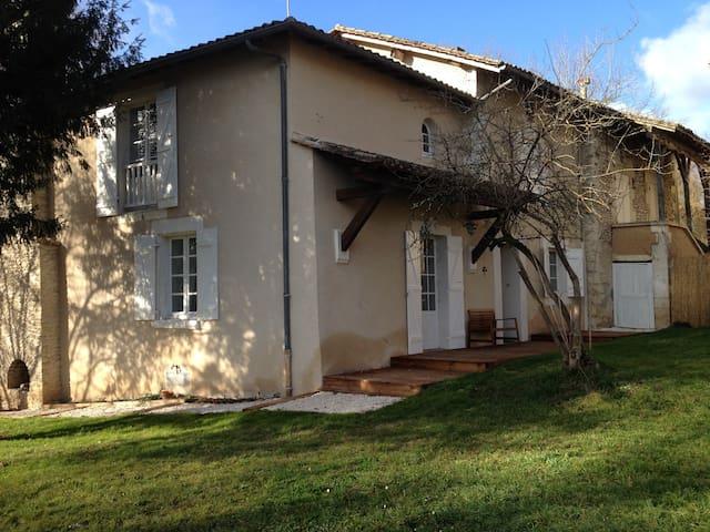 Maison ancienne rénovée - Annesse-et-Beaulieu