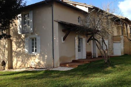 Maison ancienne rénovée - Annesse-et-Beaulieu - Haus