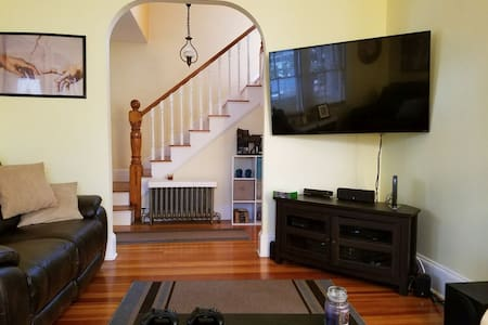 West Roxbury 1 bedroom in a clean home - Boston - Haus