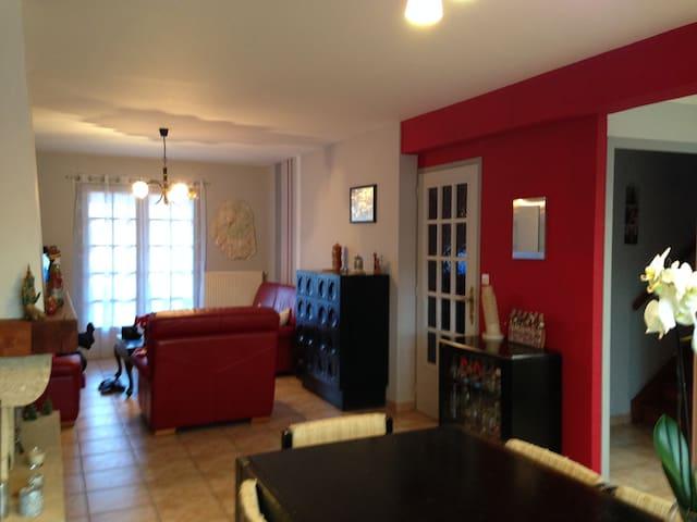 Chambre privée dans maison habitée