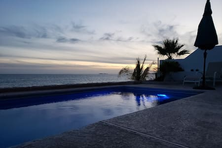 Casa Las Conchas-Beachfront House
