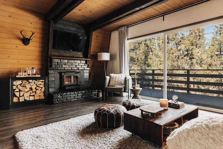 The Whiskey Den- Cozy, Intimate Mountain Retreat!