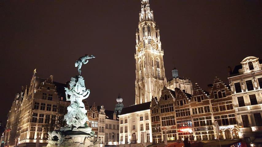 AAA location, Romantic studio 2* heart of Antwerp.