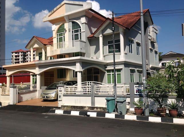 Sungai Ara Triple Storey Semi D with 5 rooms - Bayan Lepas - House