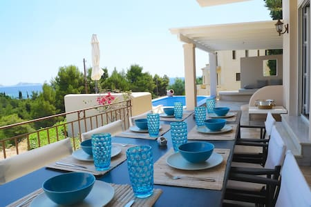 **3 Villas ideal for big companies and families** - Villa