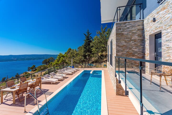 SPECIAL OFFER! Villa Mia, heated pool, Whirlpool