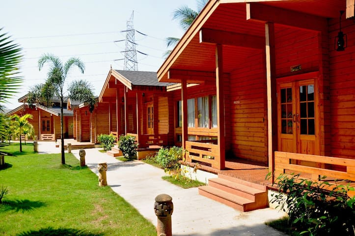 MONTERIA CHALETS, RUSSIAN PINEWOOD COTTAGES