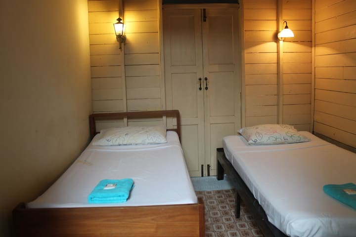 House style hotel Wood - Chiang Mai - Hostel