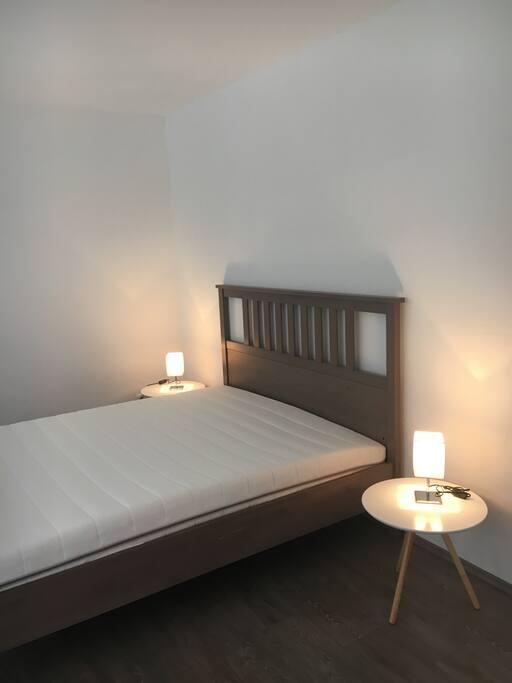 2. Schlafzimmer mit Doppelbett 1,80mx2,00m