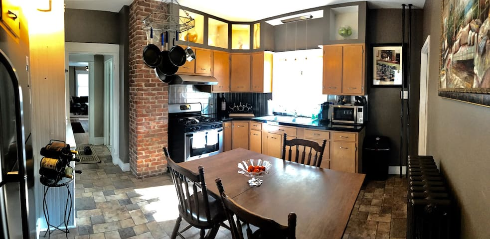 Stunning Modern Flat 2BD w/ parking - Schenectady - Apartment