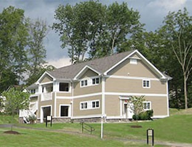 MARCH IN POCONOS WYN SHAWNEE VILLAGE 2 BR V - East Stroudsburg
