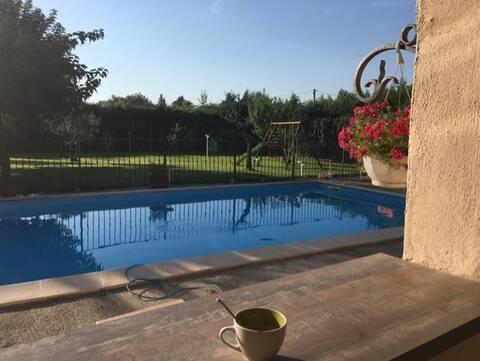 Chambre privée et piscine entre Alpilles & Luberon
