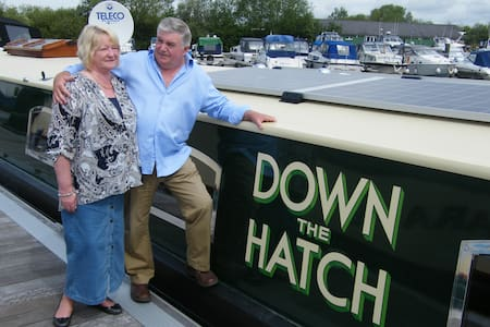 'Down the Hatch' - River Thames Hotel Boat - Abingdon