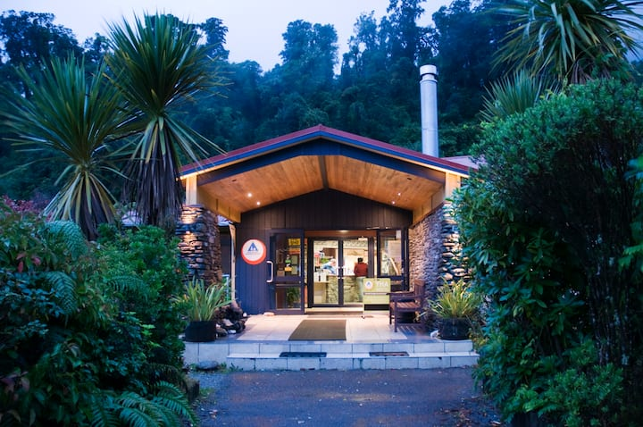 Double +Twin Bunk(Shared Bathroom)-YHA Franz Josef