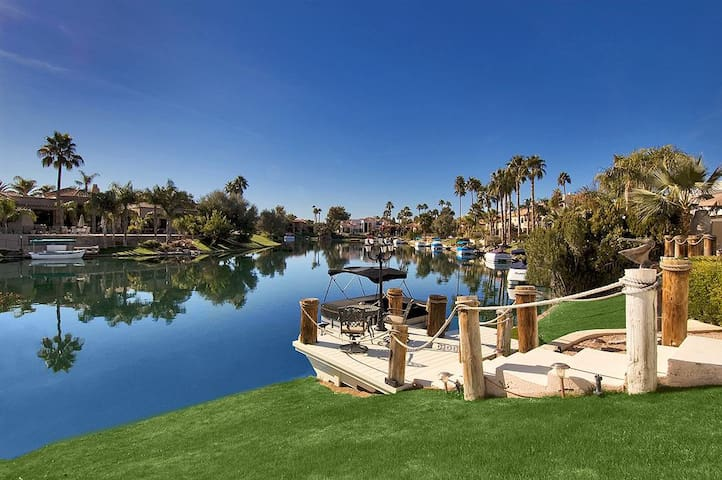 Bay Club Waterfront 2 BR Condo/ COM Pool Scottsdale Ranch