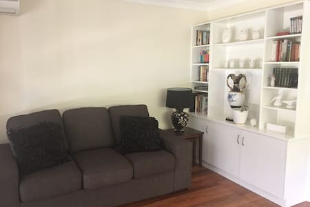 Private Granny flat - Bolwarra Heights