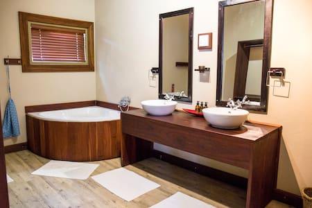 Twin Room -Hakusembe River Lodge
