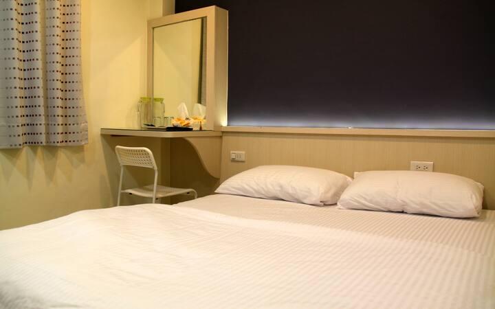 2A雙人房 住宿環境 乾淨明亮 簡單溫馨,全新裝潢