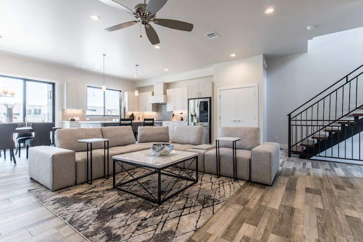 2-The Heart of Bishop Arts Luxury Townhome》 Unit 2