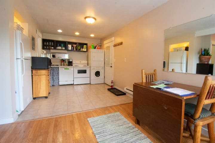 Spacious one bedroom condo, Newly Remodeled Kitchen, close to ski lifts