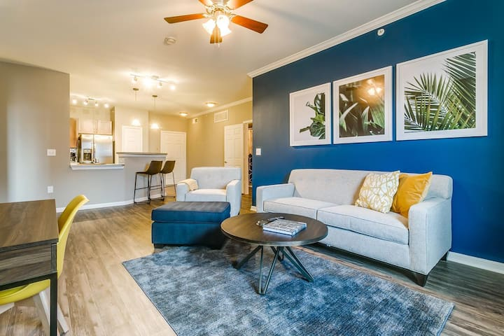 Kasa | Dallas | Breathtaking 2BD/2BA West End Apartment