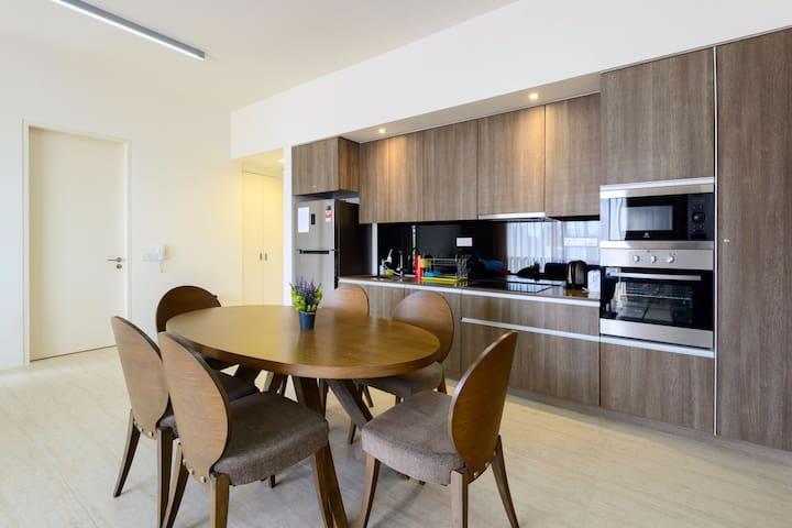 Beachfront/Seaview/Night Market Family Apartment