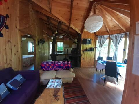 Cabaña de campo nueva,  hermosa y acogedora.