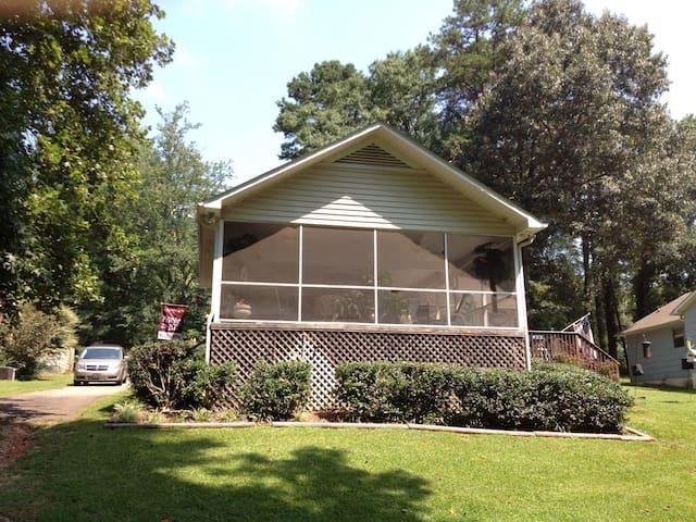 Lake Front Cottage: Upstate SC Spartanburg/Tryon