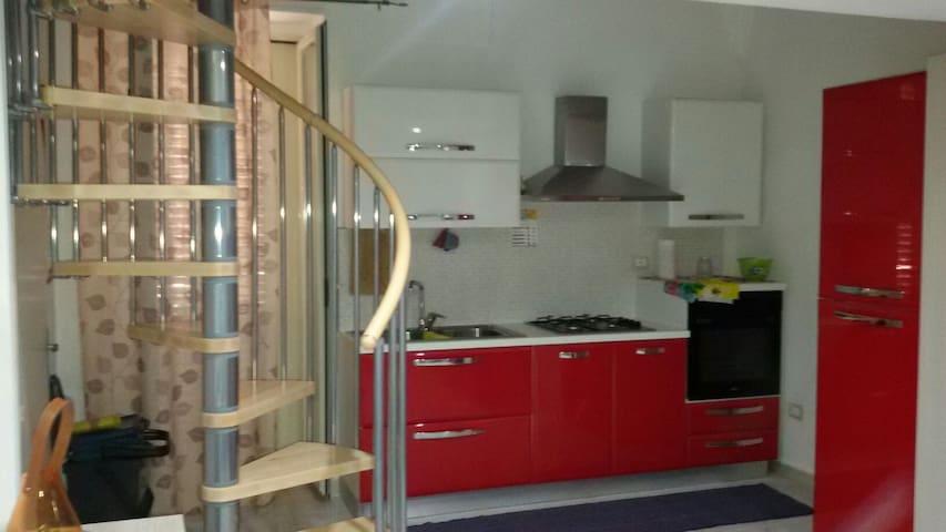 Monocamera soppalcata confortevole - Gaeta - Apartment