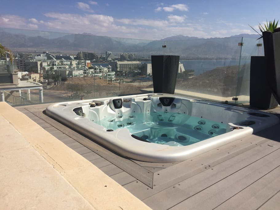 Jaccuzi on the Roof Top with full view of Eilat