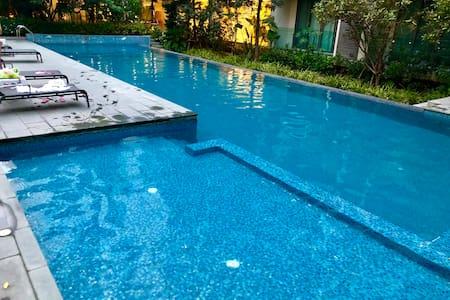 连住优惠繁华中心免费泳池健身房桑拿高速独享WIFI,走路maya宁曼路,清迈大学到古城中间黄金位置